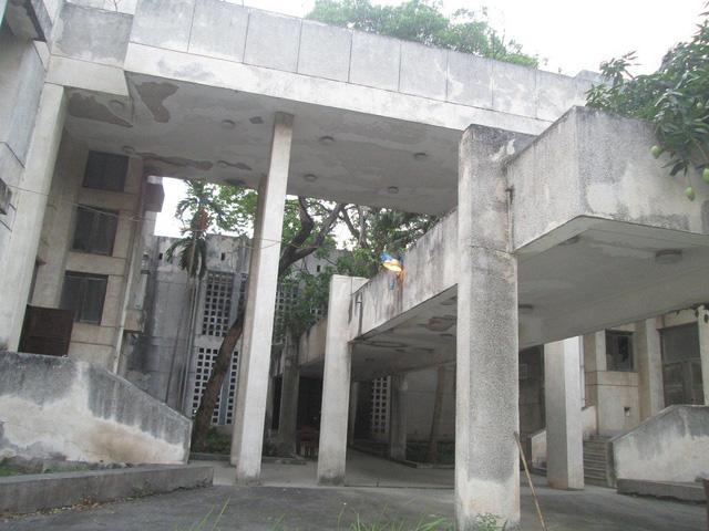"""Cận cảnh ngôi nhà ma"""" số 300 Kim Mã sau gần 30 năm bỏ hoang-8"""