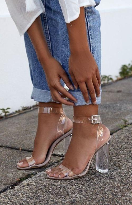 Kiểu giày thảm họa, nóng, bí chân nhất mùa hè-1