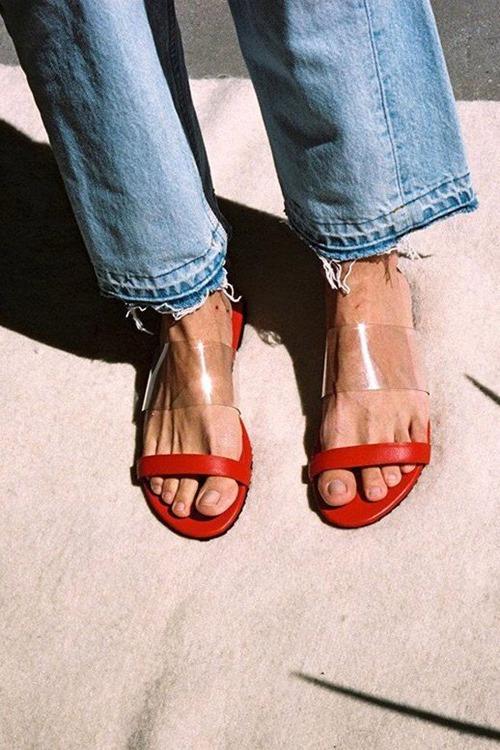 Kiểu giày thảm họa, nóng, bí chân nhất mùa hè-12