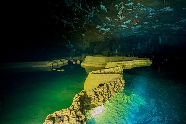 Bên trong những hang động đẹp ngoạn mục ở Việt Nam được báo Anh ca ngợi-12