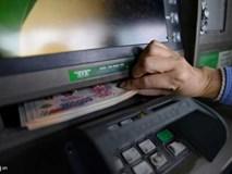 ATM có chức năng làm gì mà ngân hàng cứ tăng phí?