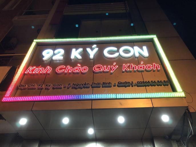 Cận cảnh truy quét nhà hàng thác loạn ở trung tâm Sài Gòn-1