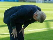 Khoảnh khắc HLV Wenger cúi chào CĐV Arsenal lần cuối gây xúc động