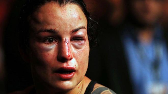 Mỹ nhân xinh đẹp bậc nhất làng võ bị đánh đến biến dạng mặt trong trận tranh đai thế giới-4