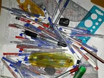 Gia tài của học sinh: 12 năm đi học gom được cả tấn bút, thước các loại