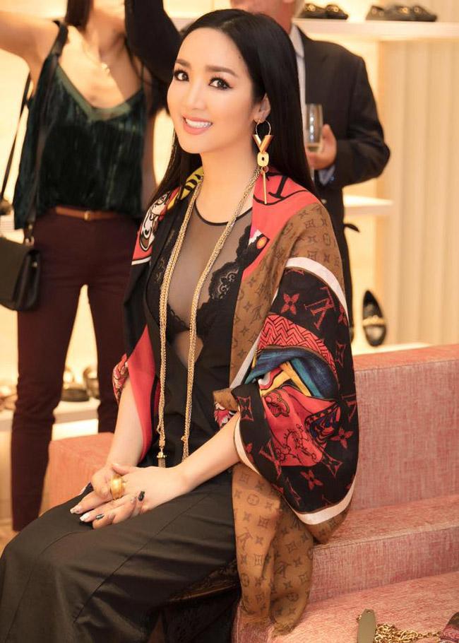 Nhan sắc quyến rũ của Nguyễn Thị Huyền và 4 hoa hậu làm MC-12
