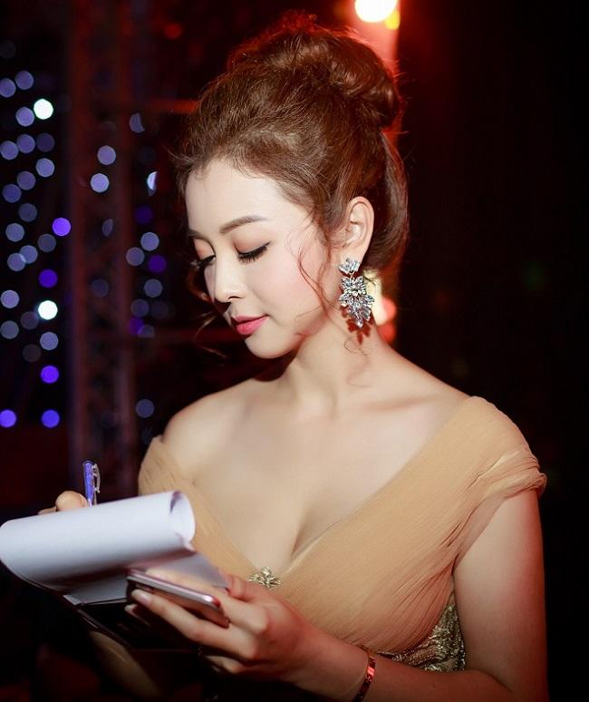 Nhan sắc quyến rũ của Nguyễn Thị Huyền và 4 hoa hậu làm MC-7