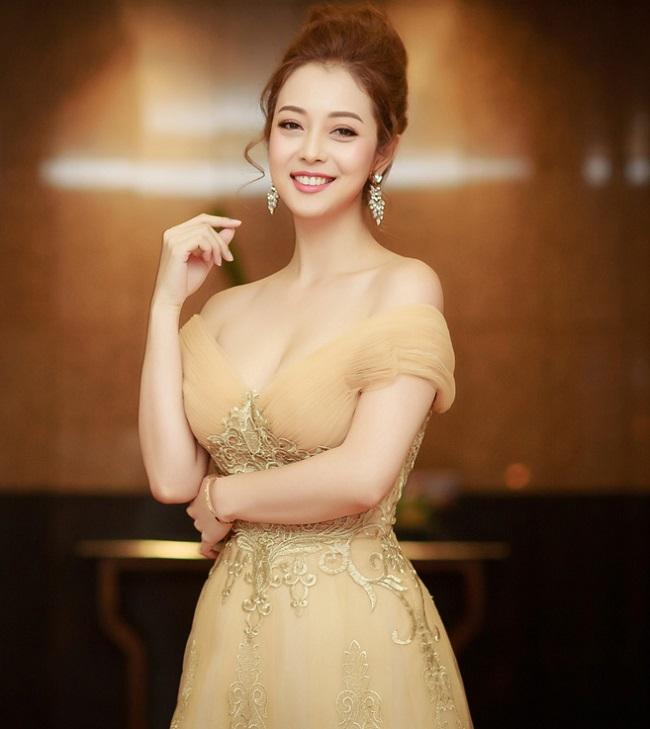 Nhan sắc quyến rũ của Nguyễn Thị Huyền và 4 hoa hậu làm MC-8