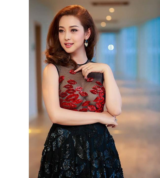 Nhan sắc quyến rũ của Nguyễn Thị Huyền và 4 hoa hậu làm MC-10