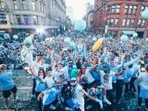 100.000 CĐV Man City xuống đường mừng chức vô địch của thầy trò Pep Guardiola