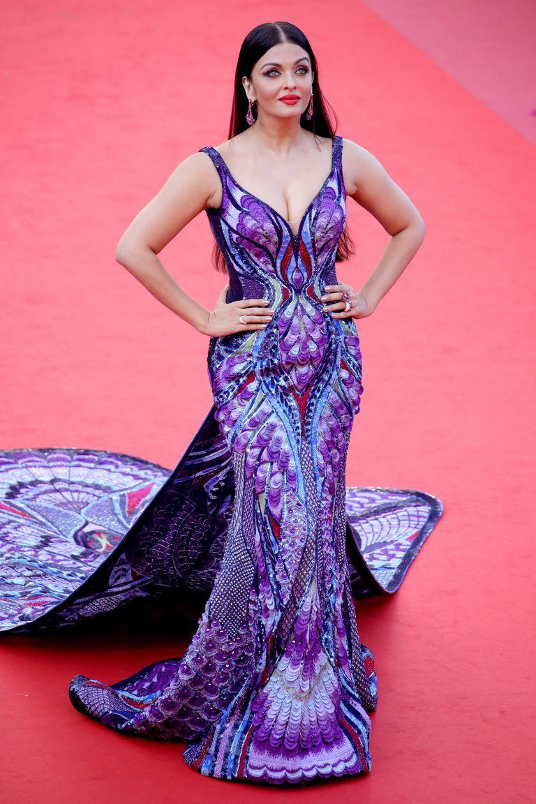 Bộ đầm hoa hậu đẹp nhất thế giới mặc tại Cannes có gì đặc biệt?-2