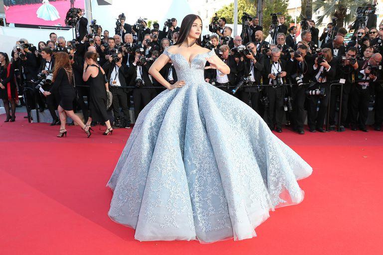 Bộ đầm hoa hậu đẹp nhất thế giới mặc tại Cannes có gì đặc biệt?-6