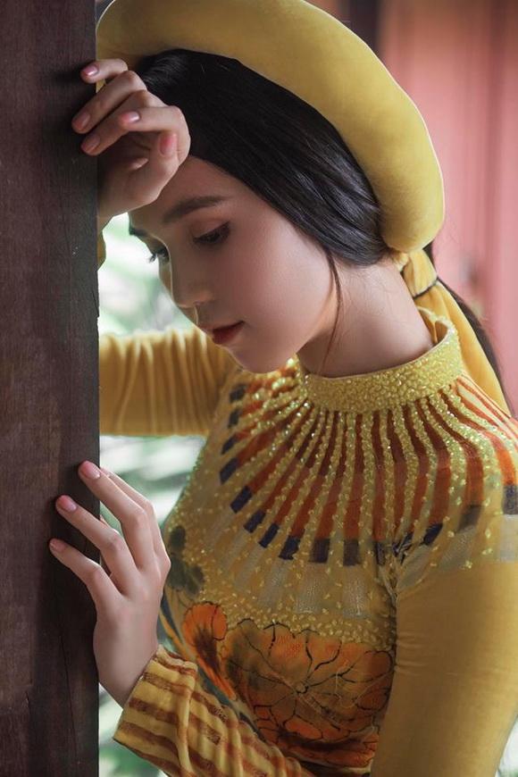 Không phải cứ mặc đồ gợi cảm mới đẹp, Ngọc Trinh diện áo dài vẫn thần thái đỉnh cao-12