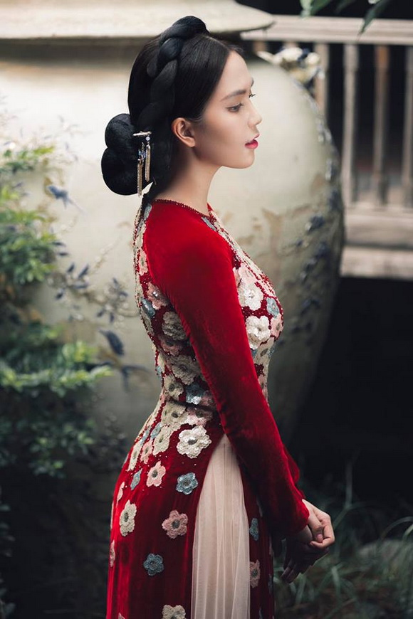 Không phải cứ mặc đồ gợi cảm mới đẹp, Ngọc Trinh diện áo dài vẫn thần thái đỉnh cao-15