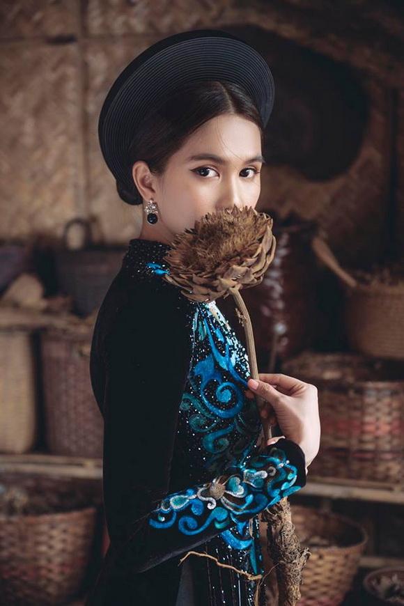 Không phải cứ mặc đồ gợi cảm mới đẹp, Ngọc Trinh diện áo dài vẫn thần thái đỉnh cao-2