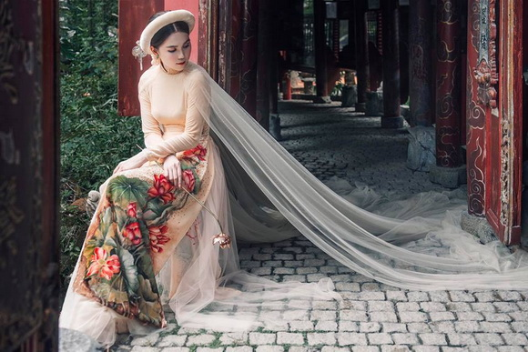 Không phải cứ mặc đồ gợi cảm mới đẹp, Ngọc Trinh diện áo dài vẫn thần thái đỉnh cao-3