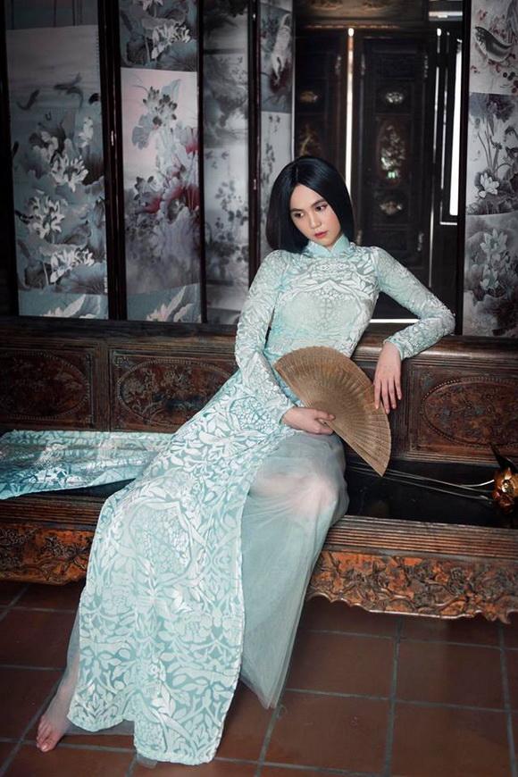 Không phải cứ mặc đồ gợi cảm mới đẹp, Ngọc Trinh diện áo dài vẫn thần thái đỉnh cao-4