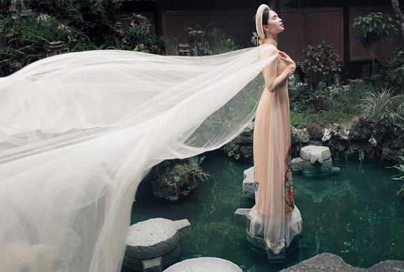 Không phải cứ mặc đồ gợi cảm mới đẹp, Ngọc Trinh diện áo dài vẫn thần thái đỉnh cao-6