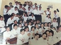 Bộ ảnh kỷ yếu đặc biệt: 20 năm sau ngày ra trường, cả lớp vẫn họp mặt với gần đủ sĩ số!