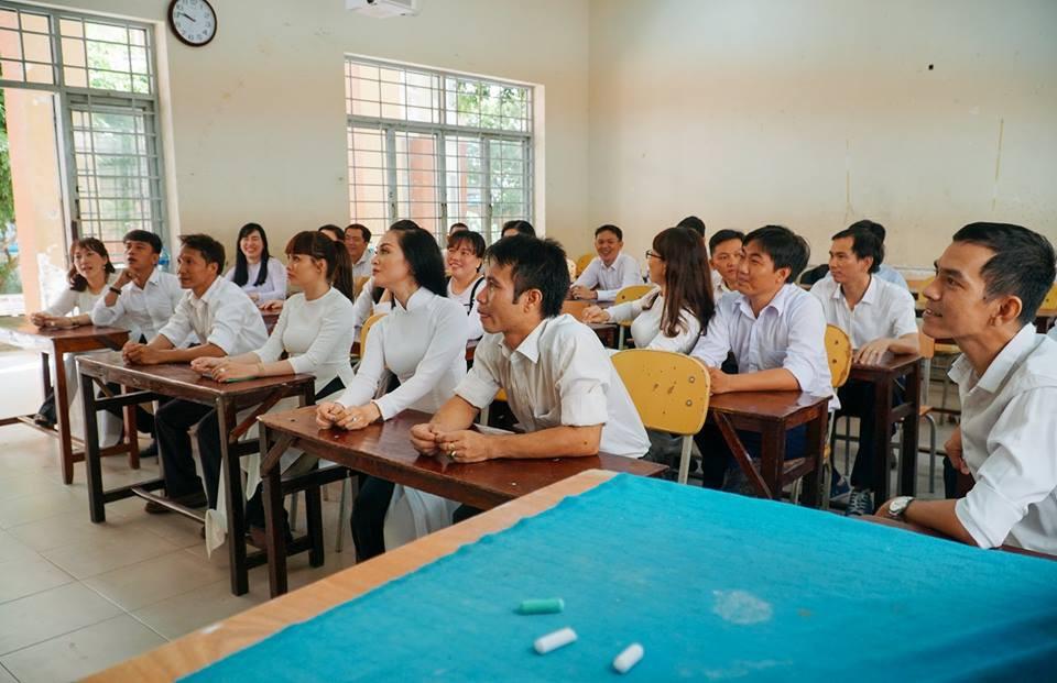 Bộ ảnh kỷ yếu đặc biệt: 20 năm sau ngày ra trường, cả lớp vẫn họp mặt với gần đủ sĩ số!-11