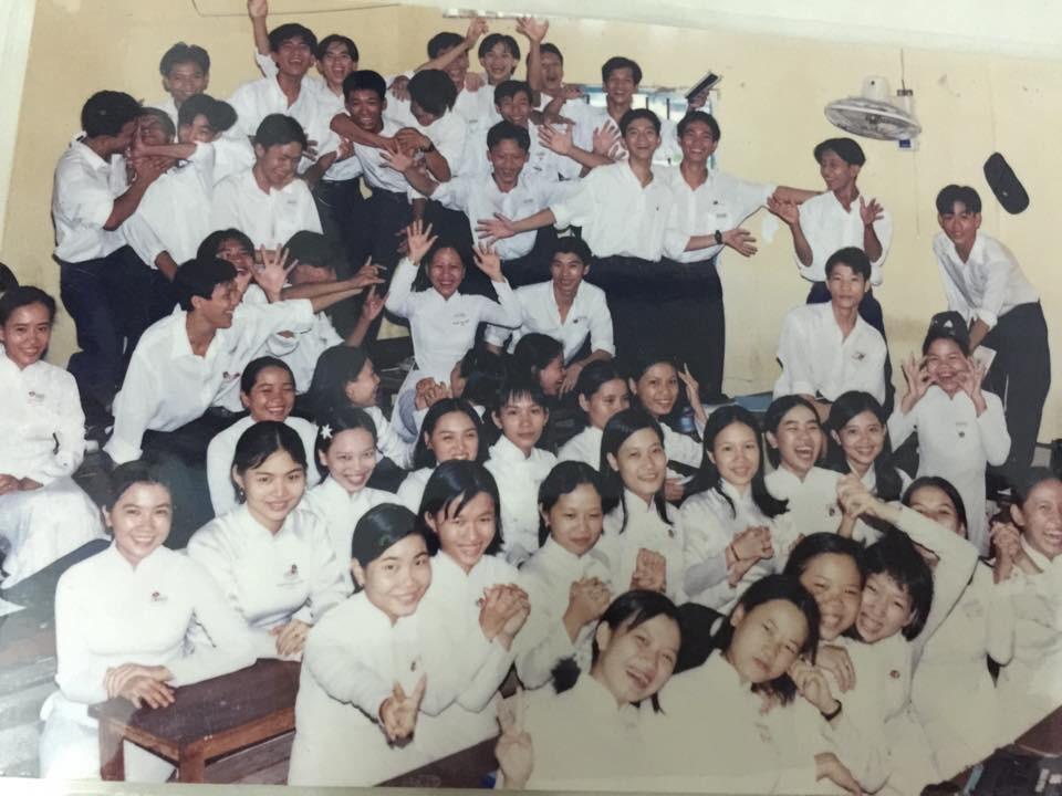 Bộ ảnh kỷ yếu đặc biệt: 20 năm sau ngày ra trường, cả lớp vẫn họp mặt với gần đủ sĩ số!-2