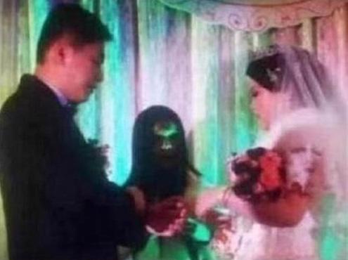 Chụp ảnh cưới kinh dị như phim ma, nhiếp ảnh gia tá hỏa cầu cứu nhờ chỉnh sửa-2