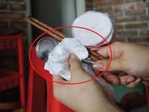 Dùng khăn giấy bẩn rất nhiều nguy cơ: Chuyên gia chỉ cách phân biệt khăn giấy bẩn - sạch
