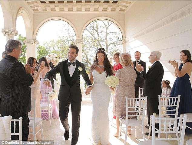 Fabregas kết hôn với người đẹp hơn 12 tuổi, trong lễ cưới ngập màu trắng như cổ tích-2