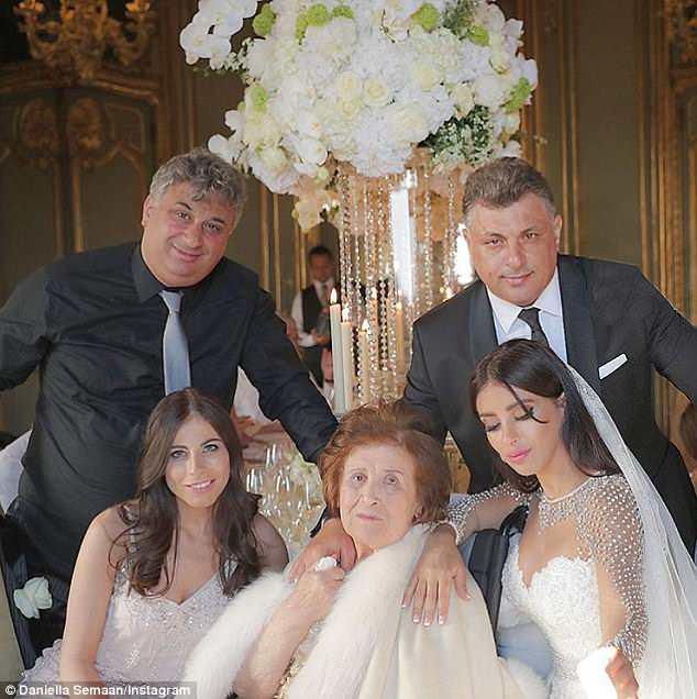 Fabregas kết hôn với người đẹp hơn 12 tuổi, trong lễ cưới ngập màu trắng như cổ tích-3