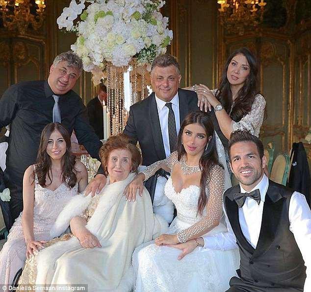 Fabregas kết hôn với người đẹp hơn 12 tuổi, trong lễ cưới ngập màu trắng như cổ tích-4