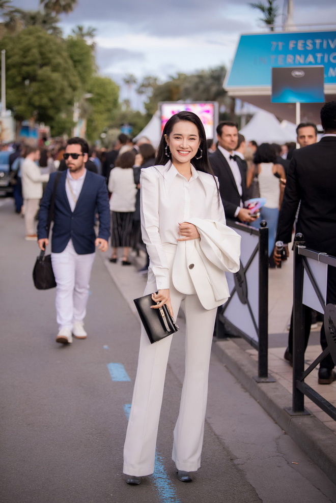 Sau lùm xùm tình ái, Nhã Phương lấy lại thần thái rạng rỡ khi xuất hiện tại Cannes-1
