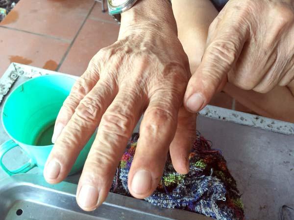 Người đàn ông đầu tiên bắt rắn độc nhả ra... vàng 9999 ở Việt Nam-4