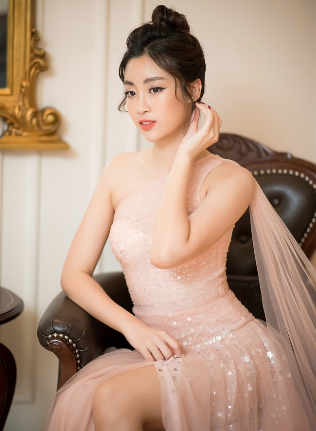 Những lần sexy bất ngờ của 4 Hoa hậu Việt Nam nổi tiếng kín đáo-7