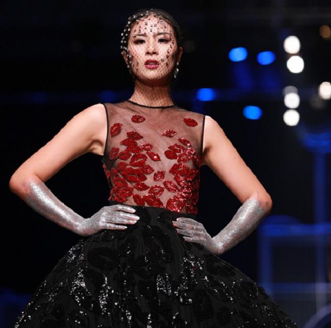 Những lần sexy bất ngờ của 4 Hoa hậu Việt Nam nổi tiếng kín đáo-16