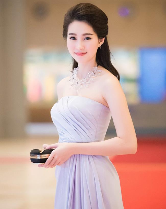 Những lần sexy bất ngờ của 4 Hoa hậu Việt Nam nổi tiếng kín đáo-5