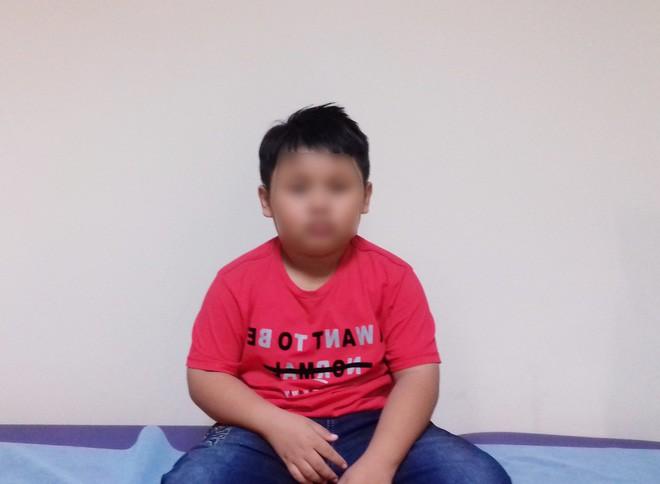 Bé trai 9 tuổi đang ngủ bị vật thể lạ chui vào tai suýt thủng màng nhĩ-1