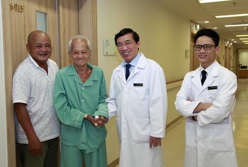 Thay van tim thành công cho cụ ông 90 tuổi-2