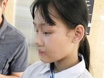 Con gái 15 tuổi nghẹn ngào kể lại giây phút mẹ bị bố dùng kéo tấn công