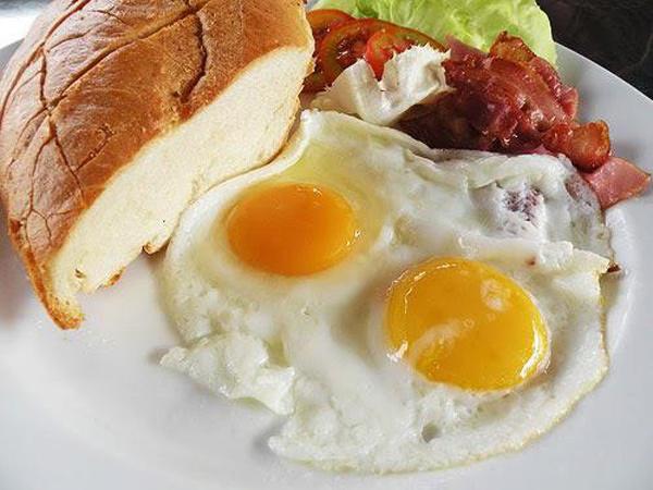 Ăn thức ăn để qua đêm, chàng trai bị suy thận cấp tính: 8 thực phẩm cấm kỵ ăn lại-4