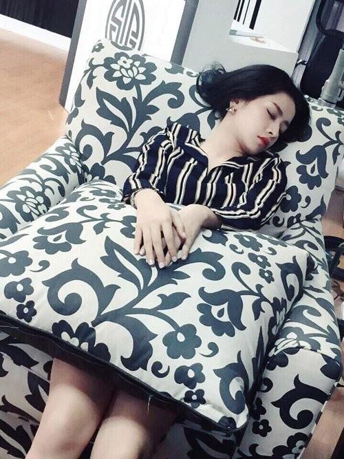 1001 dáng ngủ siêu khó đỡ của sao Việt: Cứ đặt lưng xuống là ngủ bất kể địa hình!-10