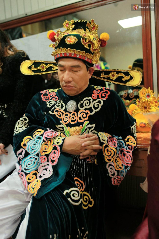 1001 dáng ngủ siêu khó đỡ của sao Việt: Cứ đặt lưng xuống là ngủ bất kể địa hình!-3