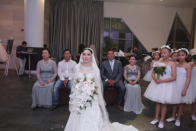 Tuấn Hưng cùng vợ con đến chúc mừng Lâm Vũ cưới vợ Việt Kiều-1
