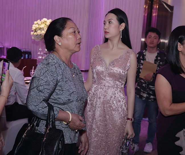 Tuấn Hưng cùng vợ con đến chúc mừng Lâm Vũ cưới vợ Việt Kiều-10