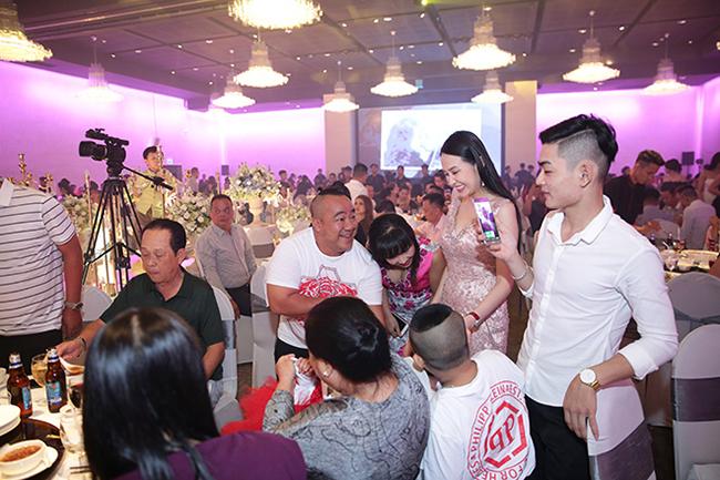 Tuấn Hưng cùng vợ con đến chúc mừng Lâm Vũ cưới vợ Việt Kiều-11