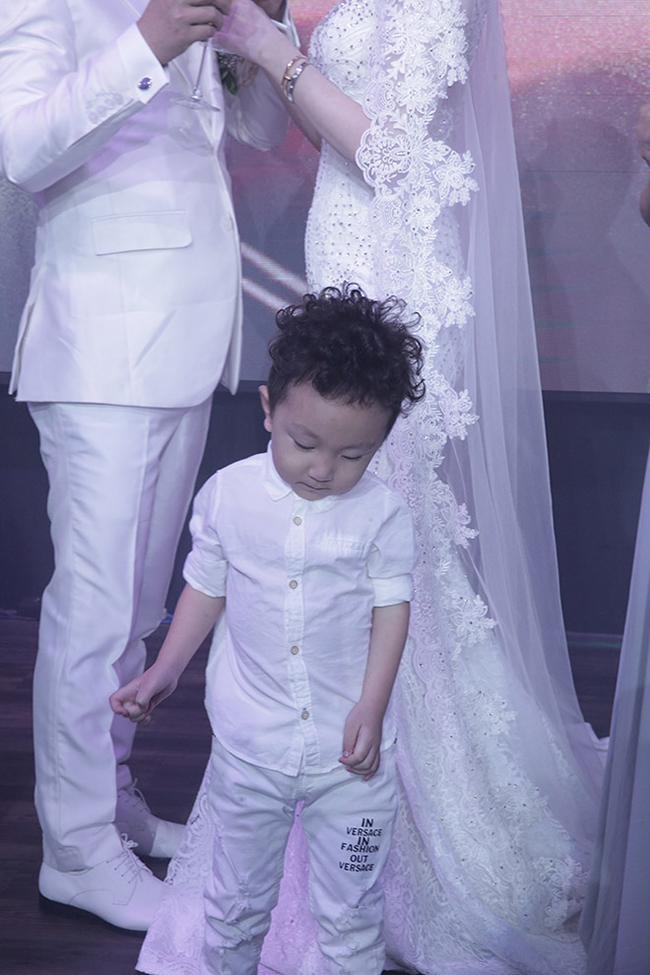 Tuấn Hưng cùng vợ con đến chúc mừng Lâm Vũ cưới vợ Việt Kiều-12