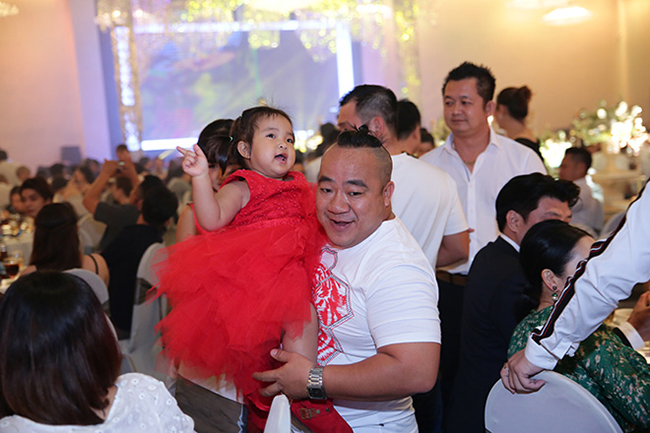 Tuấn Hưng cùng vợ con đến chúc mừng Lâm Vũ cưới vợ Việt Kiều-13