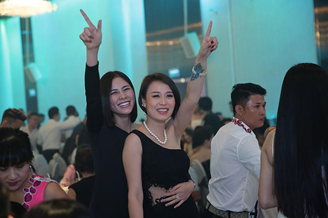 Tuấn Hưng cùng vợ con đến chúc mừng Lâm Vũ cưới vợ Việt Kiều-15