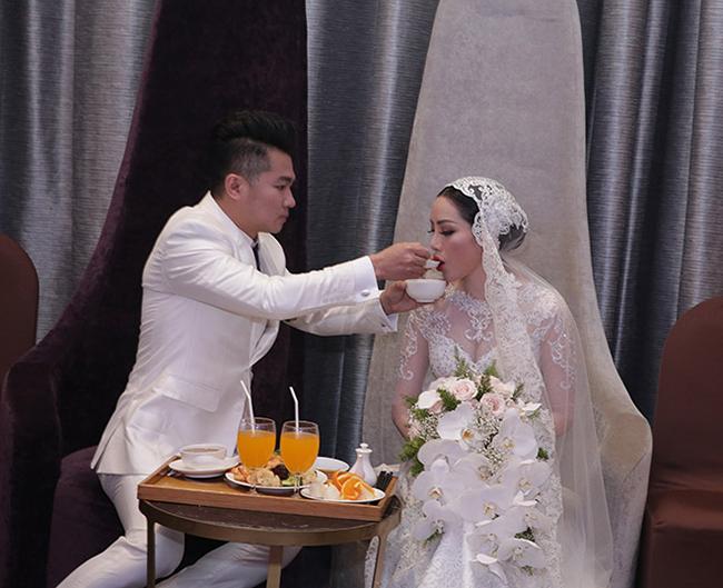 Tuấn Hưng cùng vợ con đến chúc mừng Lâm Vũ cưới vợ Việt Kiều-7