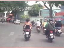 Cô gái mặc sexy, không mũ bảo hiểm, chạy xe ngông cuồng trên phố