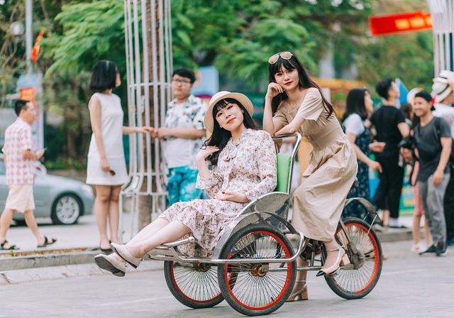 Kỷ yếu đậm chất... tổ dân phố của học sinh Quảng Ninh-12